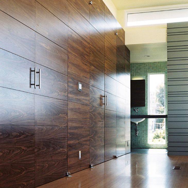 Стеновые панели с скрытой дверью.