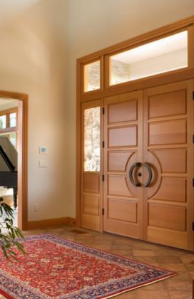 Двупольная входная дверь с фрамугой и стеклопакетами