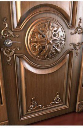 Входная дверь с резными элементами
