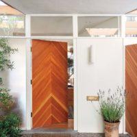Однопольная входная дверь с отделкой шпоном