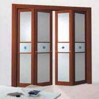 дверь-гармошка, симметричная, с матовым стеклом