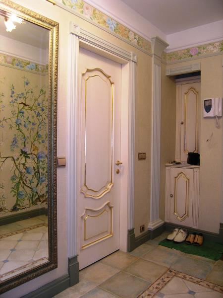 Входная дверь из массива дуба с золотой патиной
