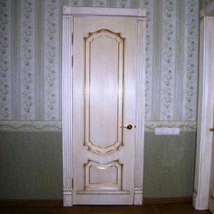 Межкомнатная дверь Классик -1  из массива дуба с золотой патиной