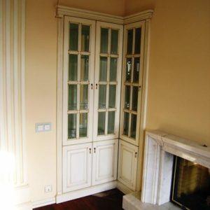 встроенный шкаф, фасады из лиственницы в стили дверей модель i